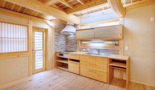熟練大工、自然素材で創る石場建て健康住宅、手作りキッチン9,11